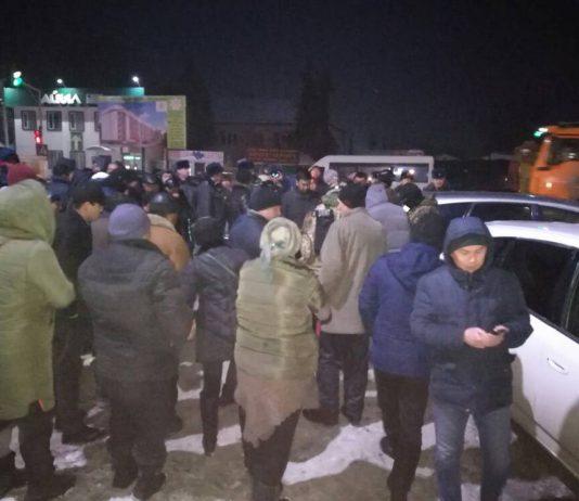 Очевидец: В Канте задержали мужчину с кейсом, полным денег (фото)
