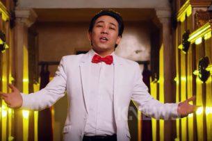 Финалист «Голоса» Кайрат Примбердиев перепел песню Атамбаева «Новый год» (видео)