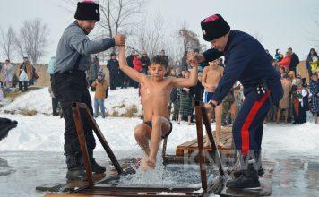 Крещенские купания близ Бишкека: как это было (фото, видео)