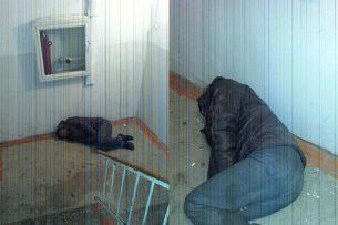 Пьяный мужчина спал на лестничной клетке в бишкекской наркологии – очевидец