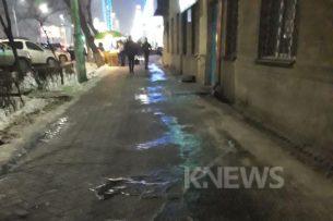 Читатель K-News: В центре Бишкека на тротуарах скользко из-за льда