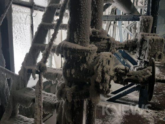 Замерзшие трубы на ТЭЦ Бишкека