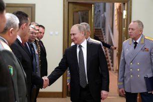 Путин встретился с министрами обороны 10 стран, Кыргызстан – в их числе
