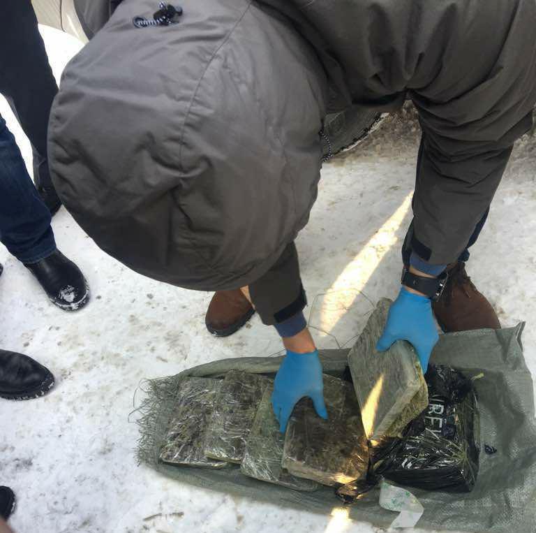 МВД: Полковники милиции задержаны снаркотиками