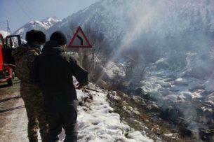 Бензовоз упал в реку Чычкан и полностью сгорел