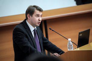 Экономика Кыргызстана в 2017 году выросла на 4,5% — министр Артем Новиков