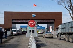 Сооронбай Жээнбеков призвал пограничников быть дружелюбными с теми, кто пересекает границу