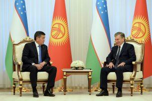 Президенты Кыргызстана и Узбекистана обсудили по телефону 25-летие дипотношений между странами