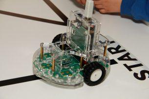 Инновационные курсы робототехники и кодологиии стартовали в Бишкеке