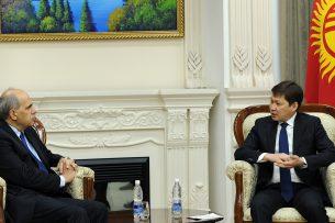 Сапар Исаков обсудил со спецпредставителем Евросоюза приоритетные направления сотрудничества