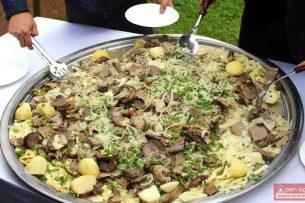 В Бишкеке ко Дню ак калпака приготовят тонну бешбармака