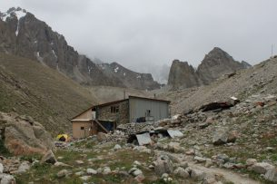 Найден один из альпинистов, сорвавшийся со скалы в парке «Ала-Арча»