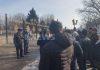 Возле Жогорку Кенеша в Бишкеке вновь проходит пикет по трансформации земель (фото, видео)