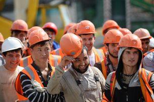 Путин поручил привлекать мигрантов на строительство в упрощенном порядке