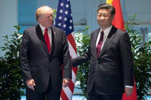 МИД Китая пожелал заразившимся коронавирусом американцам лечение, как у Трампа