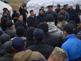 Митинг на Иссык-Куле: Полпред области просит людей разойтись