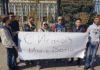 В Бишкеке возле «Белого дома» собралась молодежь в поддержку Сапара Исакова (фото, видео)