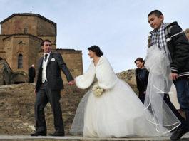 В Грузии разом обвенчают 400 пар