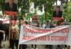 У «Белого дома» митинг. Собравшиеся требуют отставки главы Федерации профсоюзов