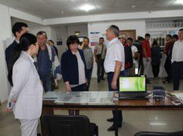 Глава ГРС КР поручила избавиться от посредников в регистрации авто