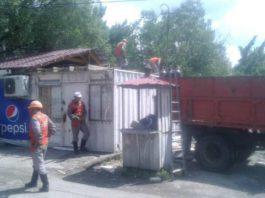 В Бишкеке снесли незаконное строение