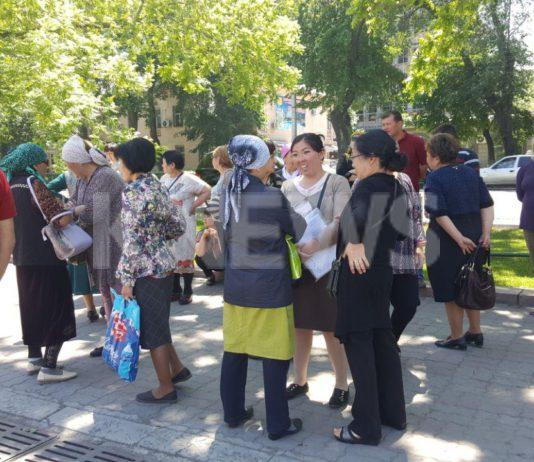 Продавцы Ошского рынка вновь требуют у властей выплатить им компенсацию