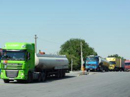 Перегруженные фуры сводят на нет усилия государства по улучшению дорог – Абылгазиев