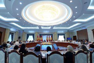 Началась встреча Сооронбая Жээнбекова с представителями гражданского сектора