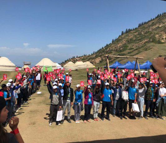 Молодые кыргызстанцы присоединяются к к глобальной кампании «Красная карточка детскому труду»