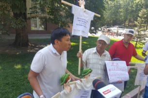 Активисты грозятся сжечь чучела фракций Бишкекского горкенеша