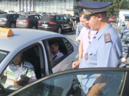 Таджиков в такси заменят предпенсионеры: Депутаты Госдумы России хотят запретить мигрантам работать таксистами