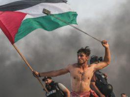 «Делакруа в секторе Газа»: фото палестинца с пращой сравнили с картиной XIX века