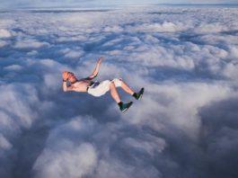 Прыгнуть без парашюта и остаться в живых (видео)