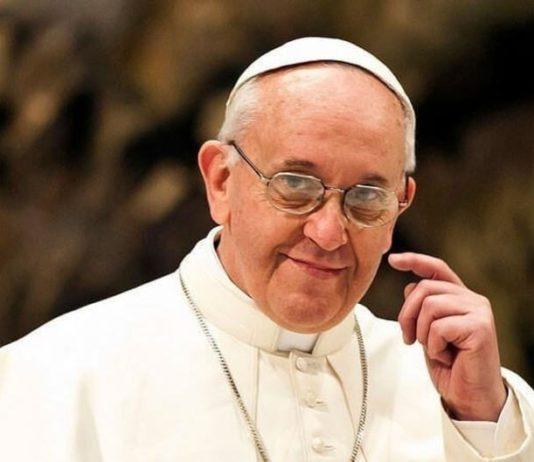 Папа Франциск изменил текст молитвы «Отче наш». Соцсети и церковные иерархи возмущены
