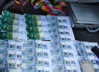 В Джалал-Абаде налоговик вымогал у предпринимателя 200 тыс. сомов за крышевание