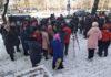 Бишкекские врачи устроили митинг возле Минздрава против оптимизации ЦСМ