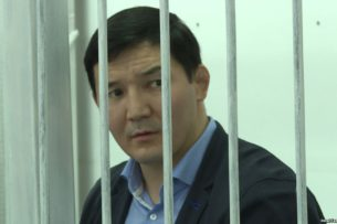Депутат парламента: Казахи посадили Дамирбека Асылбек уулу, сославшись на контрабанду, которой не было