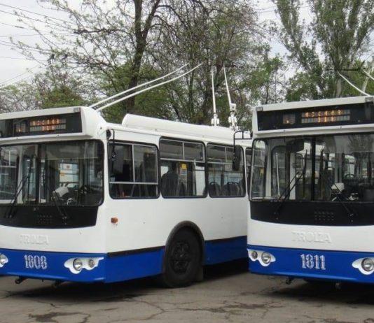 Бишкекские троллейбусы ежедневно проводят дезинфекцию салонов специальным раствором