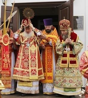 «Наглые, жадные, ненасытные». Тюменский епископ раскритиковал священников-богачей