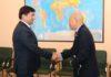 Представитель ФАО завершил миссию в Кыргызстане. Абылгазиев подарил ему именные часы