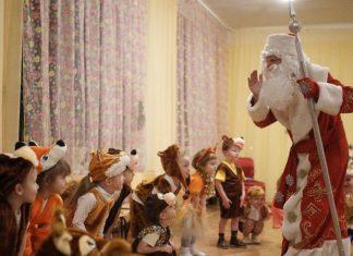 Дед Мороз умер на утреннике, видео появилось в сети