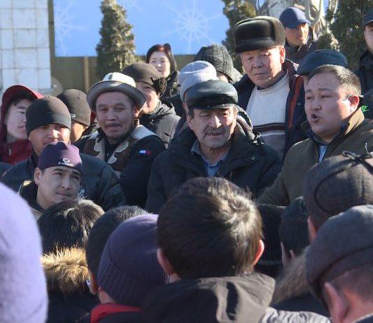 Мнение: Антикитайские акции протеста – тревожный звонок для президента Жээнбекова