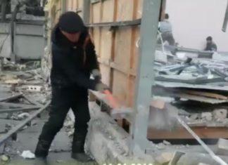 В центре Бишкека демонтировали мебельный магазин