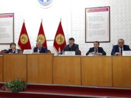 В Кыргызстане будут вывешивать списки получателей пособия «үй-бүлөгө көмөк»