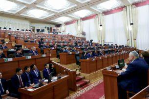 Депутат предлагает пополнить бюджет путем выдачи трудовых патентов иностранным мигрантам в Кыргызстане