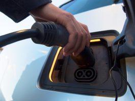 Стартап Кенеса Ракишева выпустил первые заряжающиеся за пять минут батареи для электромобилей