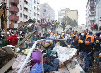 Момент обрушения 6-этажного жилого дома в Стамбуле сняли камеры наблюдения