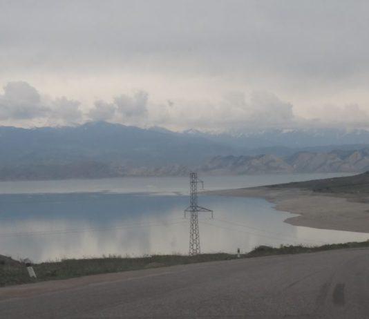 В Жогорку Кенеше вновь подняли вопрос о продаже воды соседним государствам