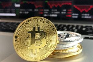 Почему стоимость биткоина выросла в четыре раза и как долго это продлится