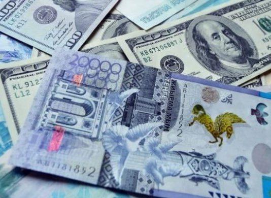 Доллар в апреле будет стоить 379 тенге — эксперты